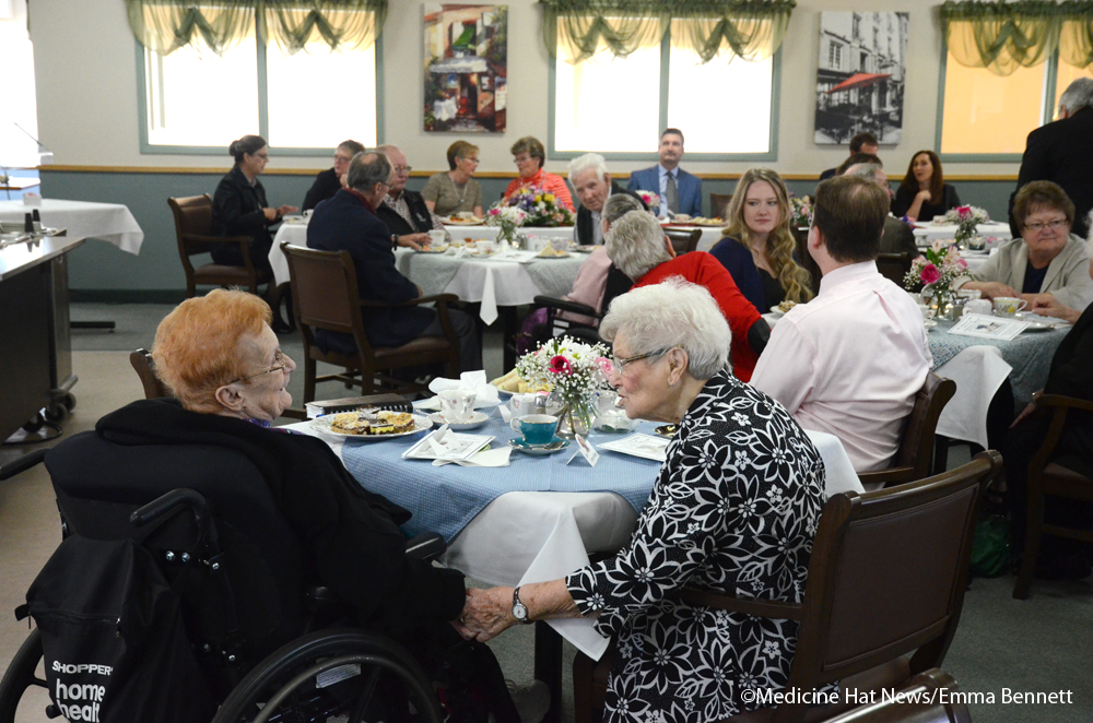 medicine hat senior singles Find medicine hat senior housing visit our canada-wide senior housing  directory to compare rates and services for free.